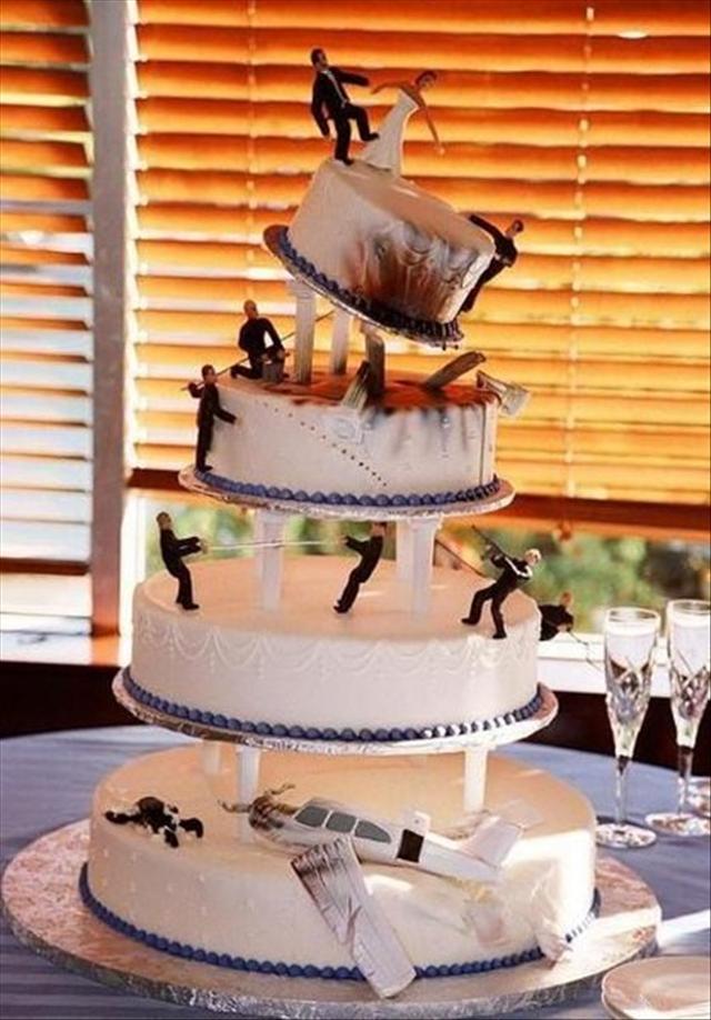 Kép forrása: http://www.dumpaday.com/funny-pictures/amazingly-bizarre-wedding-cakes-30-pics/